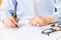 Jak wstrzymać wykonanie decyzji ostatecznej organu podatkowego?