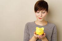 Oszczędności i kredyty rosną coraz wolniej