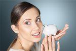 Polacy i oszczędzanie pieniędzy: najwięcej odkładają młodzi
