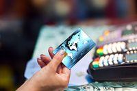 Ile kosztują płatności kartą za granicą?