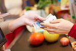 Płatności kartą za granicą przegrywają z gotówką