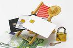 Wakacje 2013: lepsze płatności gotówką czy kartą?