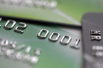 Wakacje: jak bezpiecznie korzystać z kart płatniczych?
