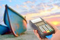 Na wakacjach za granicą sięgamy chętnie po karty płatnicze