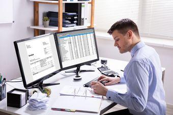 Pusta faktura w podatku VAT i kodeksie karnym skarbowym [© Andrey Popov - Fotolia.com]