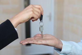 Sprzedaż nieruchomości: spóźniony PIT a ulga mieszkaniowa