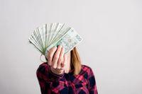 Jak uniknąć podatku od darowanych pieniędzy?
