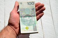 Jak przekazać pieniądze w darowiźnie?
