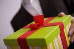 Podatek od darowizny a prezent dla mamy