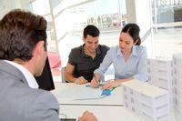 Gdy umowę o pośrednictwo podpisze osoba nie mająca licencji - czy umowa taka jest ważna?