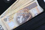 Zarobki Polaków za granicą to średnio 7705 zł