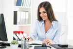 Sekretarka czy referent? Który pracownik biurowy zarabia najlepiej?
