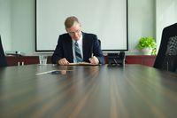 KRS: reprezentacja spółki przez prokurenta łącznie z członkiem zarządu niedopuszczalna