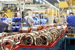 GUS: produkcja spadła 2,3 proc. Spadki w 16 działach przemysłu