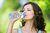 Woda dla pracowników a podatek dochodowy i VAT