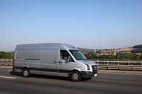 Pracownik a nie pracodawca ma sobie zapewnić transport i nocleg