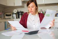 Co 5. Polak zastanawia się, czy wystarczy mu na rachunki domowe