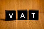 Zwolnienie podmiotowe z VAT gdy usługi ubezpieczeniowe