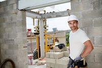 Odwrotne obciążenie na usługi budowlane a status inwestora i budynku