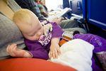 Dziecko w samolocie: codzienność czy rzadkość?