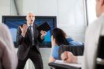 Atmosfera w pracy: jak radzić sobie z trudnym szefem?
