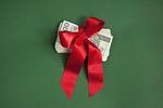 Premia świąteczna, podwyżki i redukcja etatów. Tak wyglądają plany pracodawców