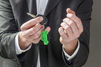 Jak odliczyć VAT od wydatków na prywatny samochód osobowy?