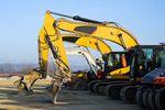 Wynajem maszyn budowlanych z podatkiem u źródła