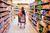 Sieci handlowe vs sklepy osiedlowe. Kto i czym wygrywa?