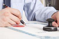 Stwierdzenia nabycia spadku dokonuje się w sądzie lub u notariusza