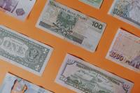 Płatność kartą czy gotówką? Jakie sposoby płatności wybieramy na wakacje?