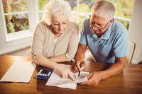 Długi emerytów powstają na prezentacji garnków?