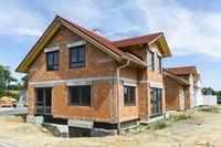 Sprzedaż gruntu z budynkiem w podatku PIT