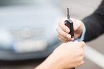 Sprzedaż używanego samochodu: samodzielnie czy przez komis?