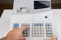 Jak uniknąć kasy fiskalnej przy sprzedaży towarów?