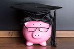Kredyt studencki czy oszczędności? Skąd wziąć pieniądze na studia?