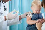 Szczepienia dzieci: szczepić na odrę czy nie szczepić? Wojna w social media