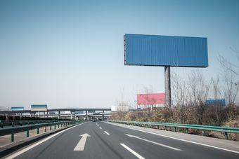 Tablice reklamowe w obrębie drogi: ile zapłacimy?