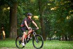 Poradnik rowerzysty. Jak zadbać o bezpieczeństwo na drodze?
