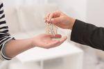Sprzedaż mieszkania: ulga meldunkowa czy cele mieszkaniowe?
