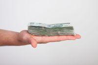 Jak uniknąć podatku od darowizny pieniędzy