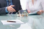Umowa sprzedaży nieruchomości: jakie ryzyko niesie dla sprzedawcy?