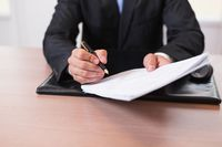 Umowa sprzedaży nieruchomości: kto ją podpisuje w imieniu gminy?