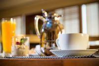 Obiad w restauracji z kawą z 23% a z sokiem z 8% stawką podatku VAT?