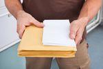 Pisma sądowe: czy zmiana operatora pocztowego ma znaczenie?