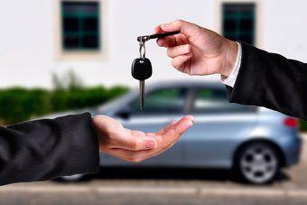 Samochód osobowy: zakup i sprzedaż w deklaracji VAT