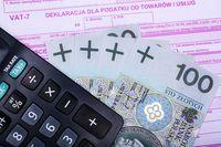Przejęcie firmy i darowizna środków trwałych bez podatku VAT