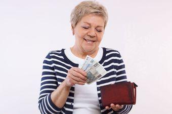 Wynagrodzenia osób po 50. roku życia w 2017 roku