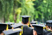 Wynagrodzenia absolwentów publicznych uniwersytetów w Polsce w 2016