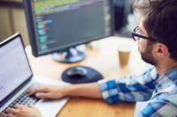 Ile zarabia programista w 2017 roku?